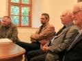 Jozef Michalík, Ján Madarás, Zdeněk Vašíček a Vladimír Porubčan počas besedy po krste publikácie o vrchu Butkov v Dubnickom múzeu