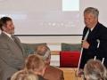 Riaditeľ GlÚ SAV Igor Broska odovzdáva pamätnú medailu Prírodovedeckej fakulte Univerzity Mateja Bela v Banskej Bystrici (dekan - Alfonz Gajdoš)