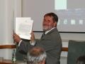 Riaditeľ GlÚ SAV Igor Broska s pamätným listom od PM - SNM v Bratislave