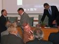 Vedúci oddelenia hydrológie pôdy - Viliam Novák počas odovzdávania ocenenia riaditeľovi GlÚ SAV Igorovi Broskovi