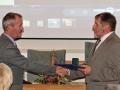 Riaditeľ GlÚ SAV Igor Broska odovzdáva pamätnú medailu Slovenskej geologickej spoločnosti (Milan Kohút)