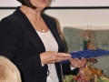 Vedúca Katedry geológie a paleontológie na Prírodovedeckej fakulte UK v Bratislave - Daniela Reháková s pamätnou medailou