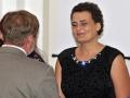 Adriana Kleinová pri preberaní ďakovného listu