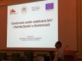 Radovan Kyška-Pipík prednáša o vybudovaní a budovaní centier vzdelávania SAV v Banskej Bystrici a Smoleniciach